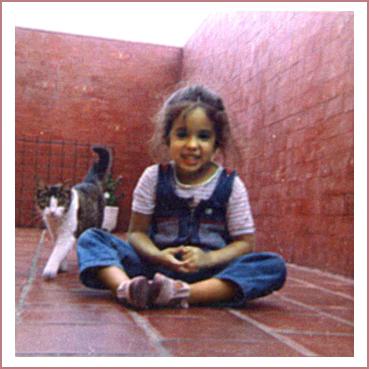 retrato de la fotografa de animales y mascotas Fernanda Fernandez de niña