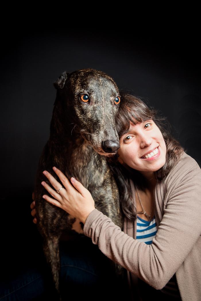 perro galgo y su mama humama fondo negro
